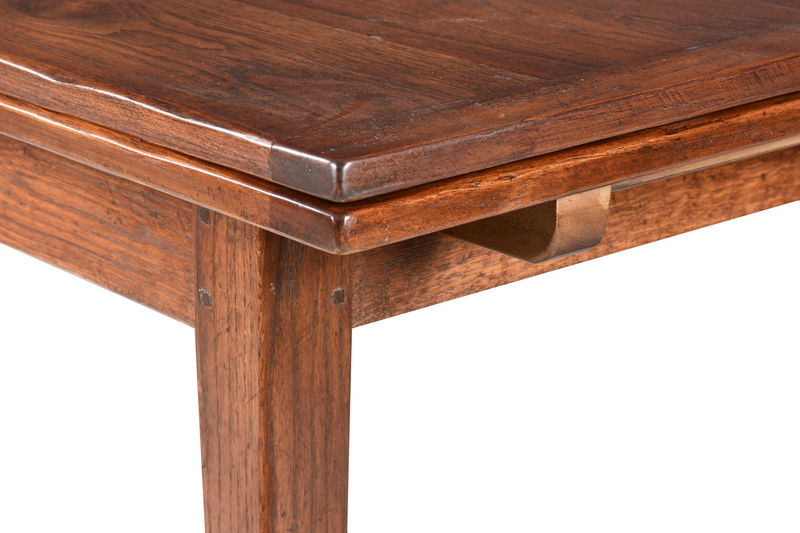 Drawleaf table with taper legs